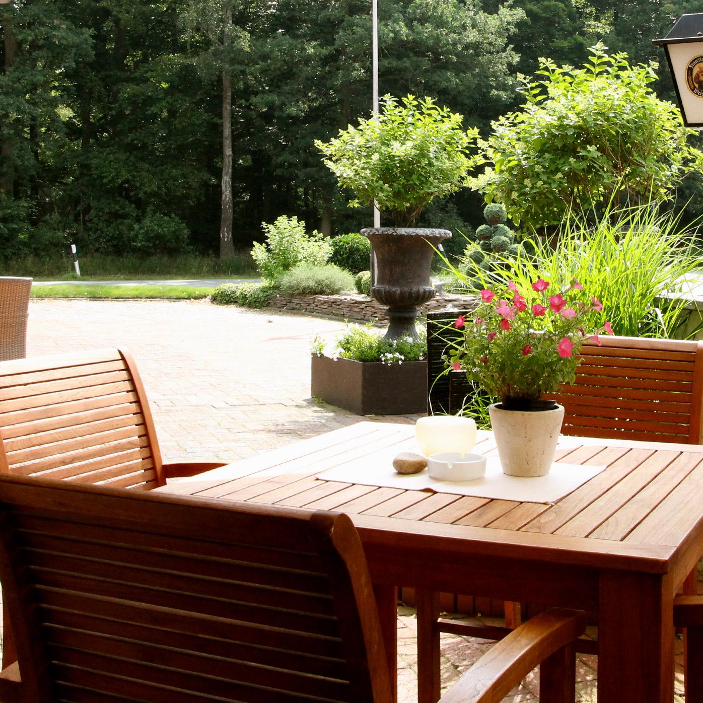 Im Sommer ist besonders unsere Terrasse ein toller Ort zum gemütlichen Verweilen.